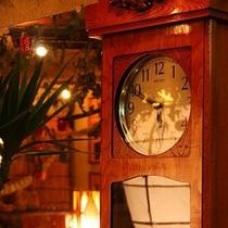 *レトロな柱時計