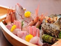 伊豆の名産、稲取漁港で水揚げされた金目鯛の姿煮、御飯の御替りをお願い!
