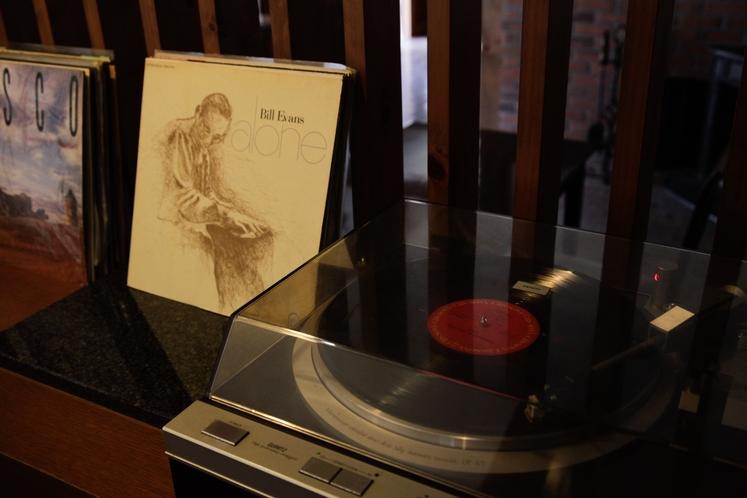 【レストラン:リンデン】BGMの音楽はレコードで