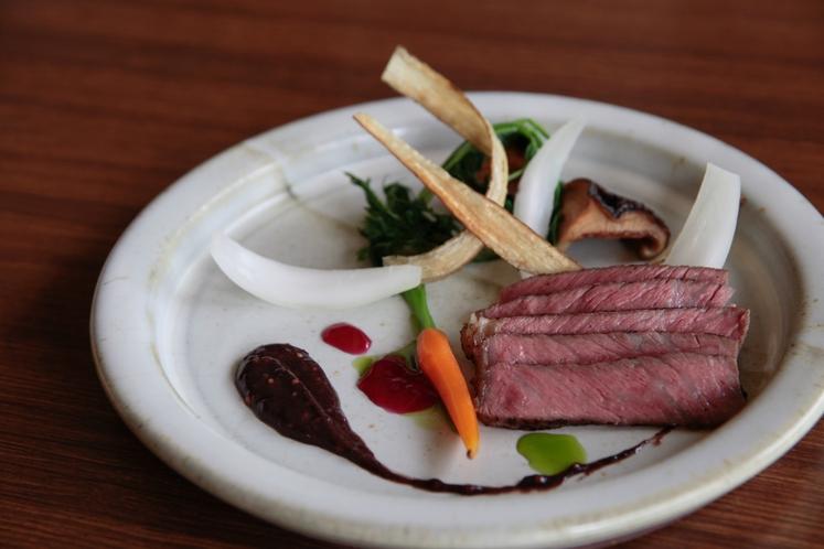 【夕食メイン一例】和牛のステーキ =季節によって味付けが変わります=