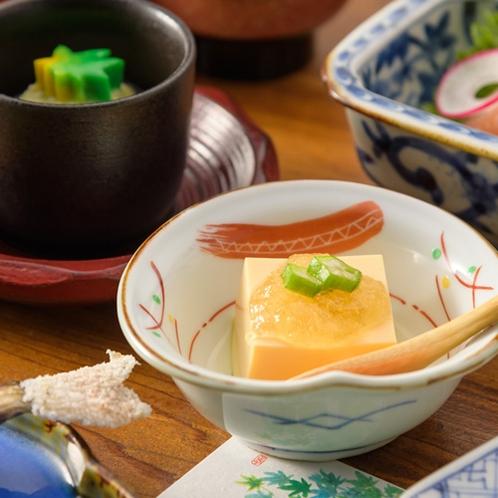 【夕食】静かに時の流れる小笠原で、ゆったりと食事をお愉しみください