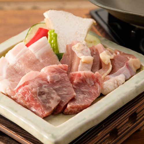 【お肉三種盛り】 「阿蘇王(牛)・阿蘇豚ロース(豚)・天草大王(鶏)」で食べごたえ満点!