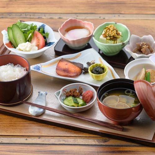 【朝食/一例】地産にこだわったおいしい朝食をどうぞ