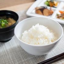 【無料健康朝食】ご飯に合うおかずを取って頂きたくさんお召し上がりくださいませ♪