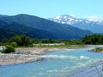 月山と立谷沢川
