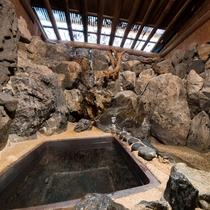 *【岩風呂】情緒ある岩風呂。
