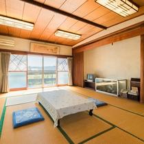 *【客室一例:蘭】窓からは温かい光が差し込みます。