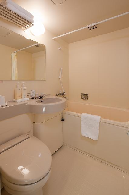 コンパクトで機能的な浴室