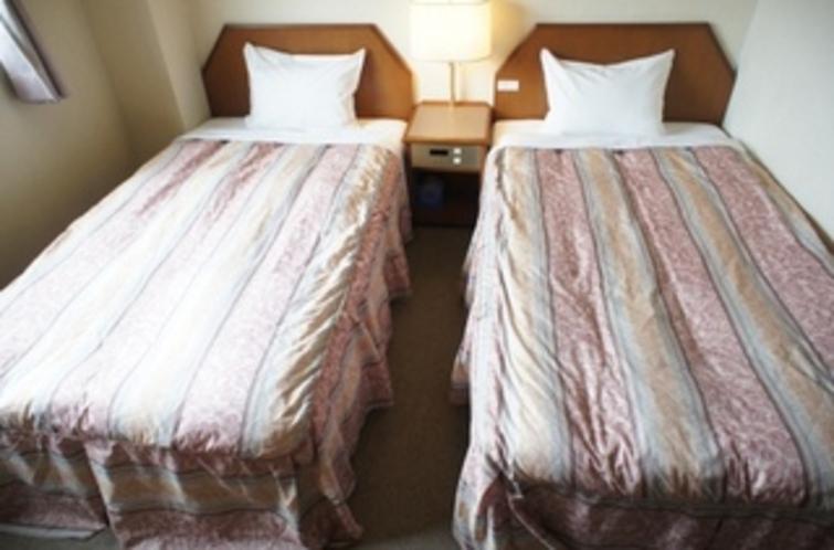 【ツインルーム】ベッド。ゆっくりと旅の疲れを癒して下さい♪