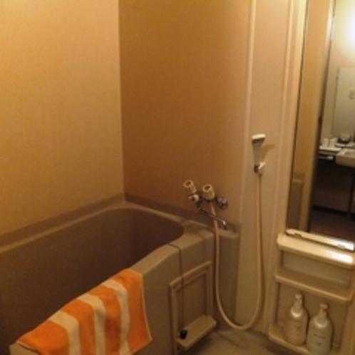 和室のお風呂はトイレとセパレートで分かれております。他の部屋タイプより広々としてます★