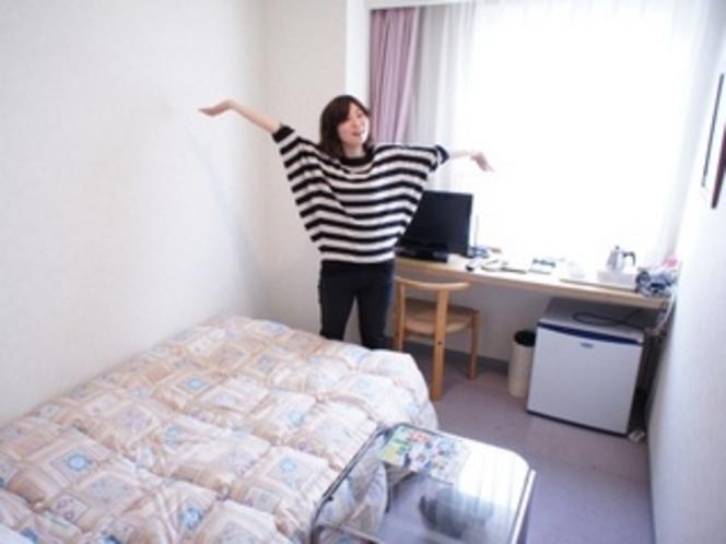 【シングルルーム】広さはこれくらい(笑)でも十分ですよね!