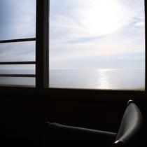 【客室】海側 ■ 洋室