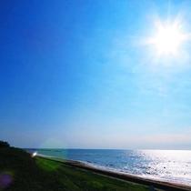 【周辺】ホテルの前に広がる日本海を眺めながら、ゆったりとした1日の始まりを♪