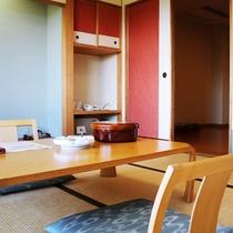【客室】山側 ■ 和室8畳+フローリング