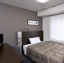 ◆ダブルスタンダード◆ベッド幅140センチ◆広さ17平米◆