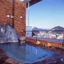 露天風呂から見える昼間の富士山