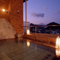 富士山の見える最上階の露天風呂