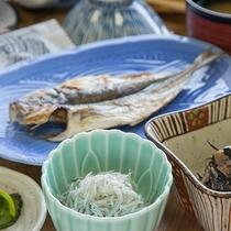 *【朝食一例】レストランまたは会食場にて、磯の香り漂う和定食をご用意いたします。
