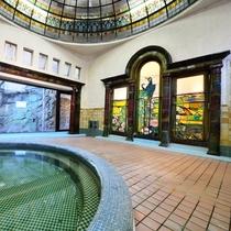 *【岩本楼ローマ風呂】2001年に国登録有形文化財に登録され、歴史的価値も高く認められています。