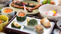 *【夕食一例(亀コース)】1番人気のグレードアップ会席です。新鮮な海の幸をお楽しみください。