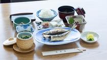 *【朝食一例】11月より、朝食メニューとして新たに【江の島名物:しらす】と【蒲鉾】を追加しました。