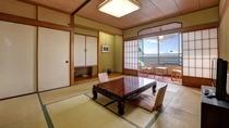 *【湘南海岸ビュー和室】昼には穏やかな海を行き交う船や海鳥の姿を望むことができます。