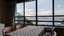 *【湘南海岸ビュー和室】海を目の前に和やかに流れる時間をお楽しみください。