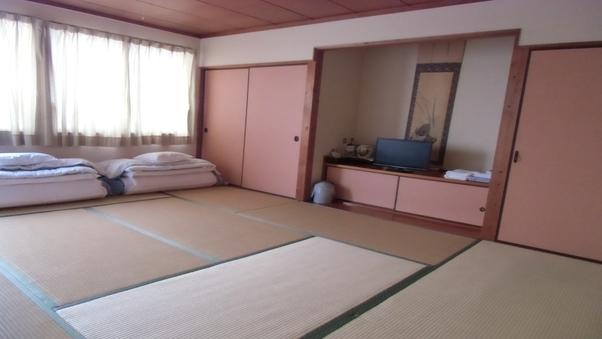 和室9.5畳★バス、トイレ共同★