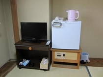 和室にも全て冷蔵庫、液晶TVが完備されています。