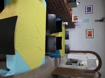 レストランには32席の椅子・テーブルをご用意しています。和室でもお食事をどうぞ!