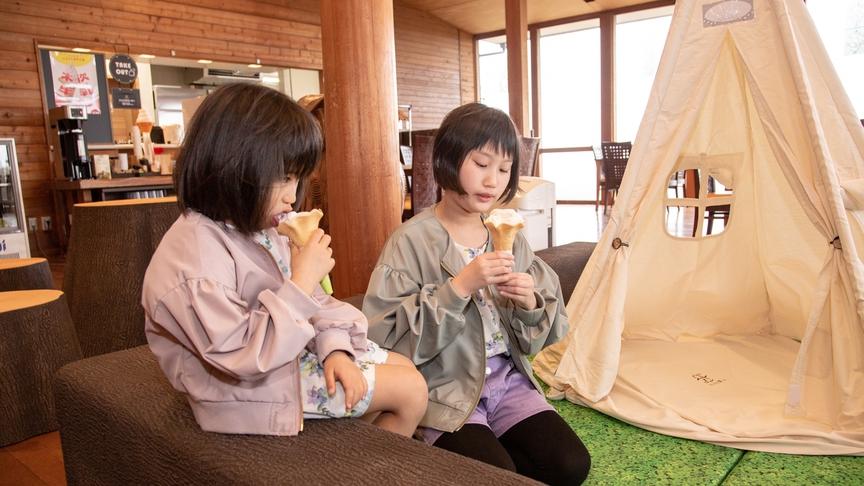 *【クラブハウス】みんな大好きソフトクリーム♪地元工場の木次牛乳を使用した美味しいアイスです。