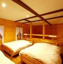 【コテージ(ペンションタイプ)】ロフトのような寝室が特徴!森の緑に包まれてごゆっくりお寛ぎ下さい♪