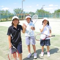 【テニスコート】思いきり汗をかいて、素敵な思い出にしましょう♪