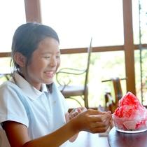 【クラブハウス-夏-】かき氷をパクリと一口…「冷たっ!」暑さを吹き飛ばす一品です!
