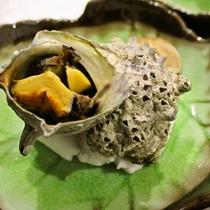 伊豆の汐の香り薫るさざえの壺焼き