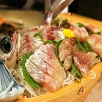 伊豆の新鮮魚介が満載の舟盛♪