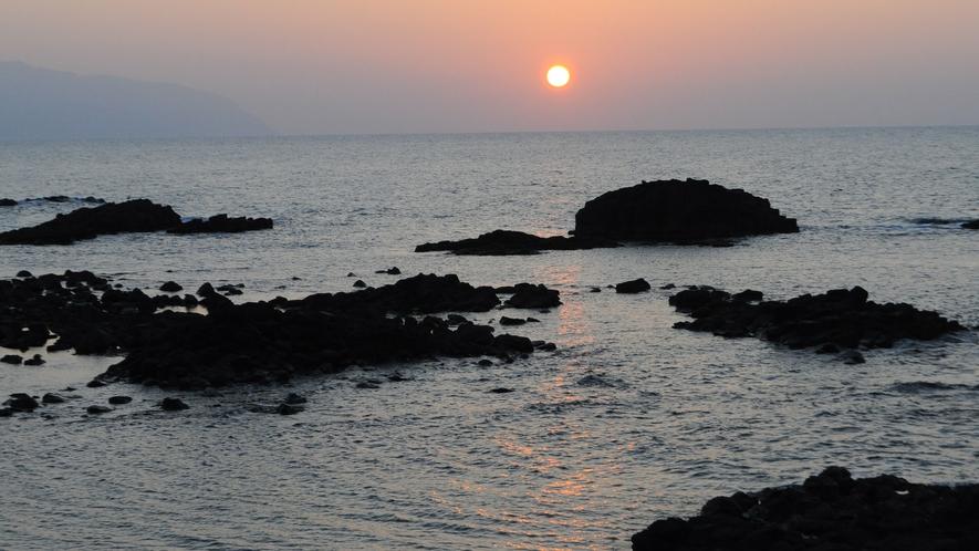 【観光】黄金岬から見る夕日は「日本の夕陽100選」に選定されており、北海道を代表する夕日の名所です