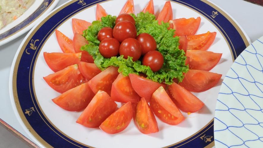【朝食】色鮮やかな旬のトマトをお楽しみください