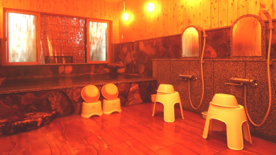 【風呂】ラジウム泉の大浴場。体を芯からあたため疲れをほぐします