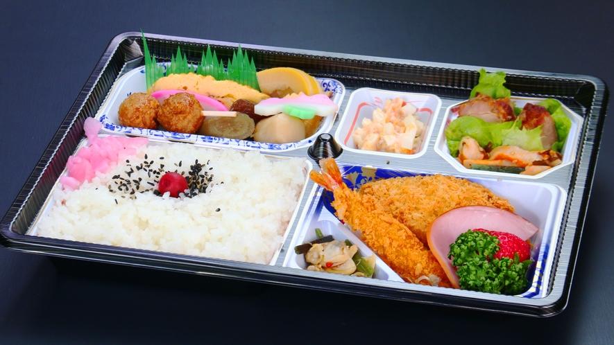 大きなエビフライが入ったちょっと豪華な仕出し弁当。1000円。