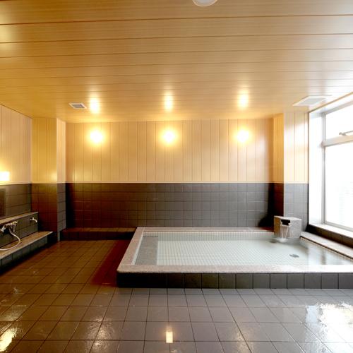 【大浴場】大浴場は男女各1つずつ/昼の清掃時間以外いつでもご利用可能です。