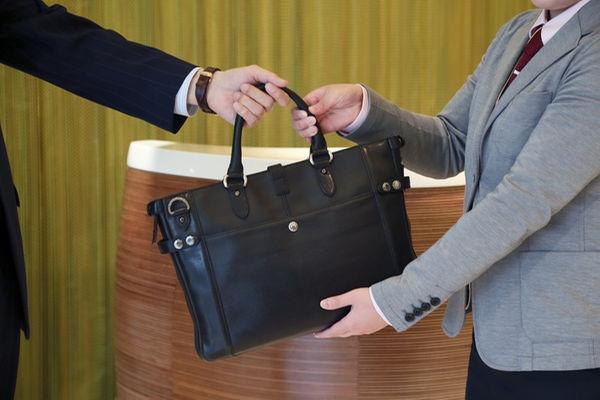 チェックイン前、チェックアウト後のお荷物はフロントで無料でお預かりします。