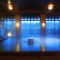 解放感溢れる大浴場
