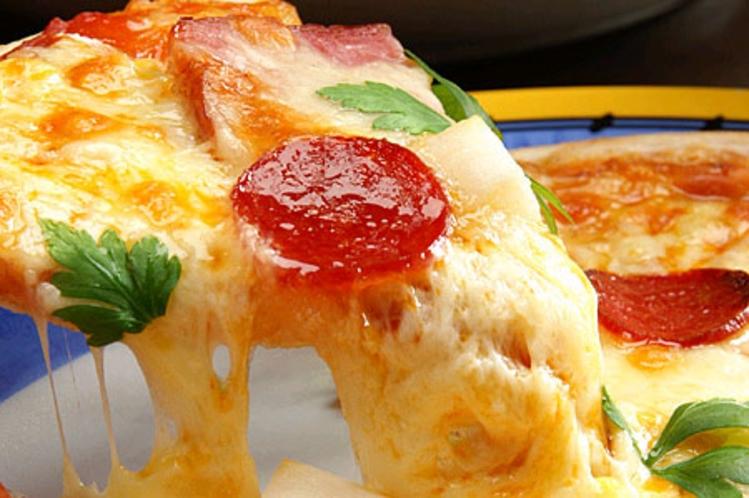 大好評の特製ミックスピザ