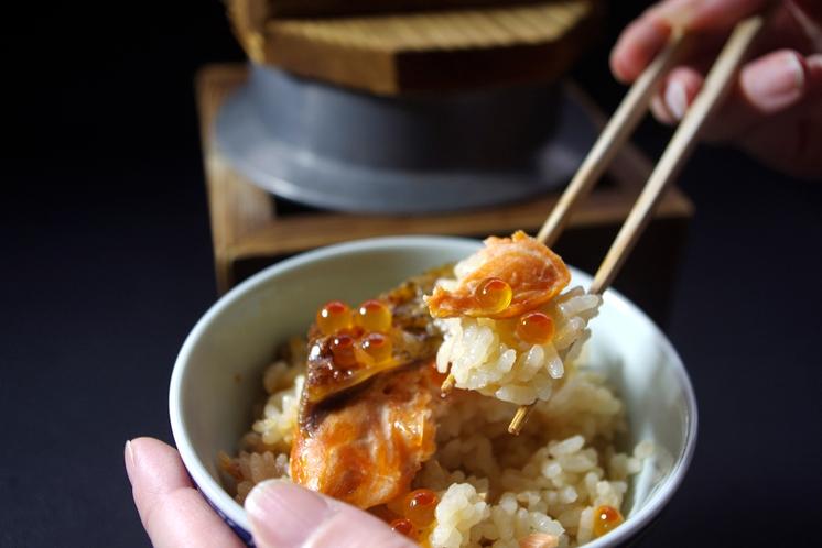 神鍋サーモンといくらの釜飯