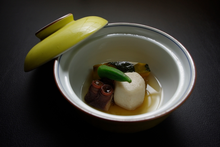 文月:芋・蛸・南京の炊き合わせ
