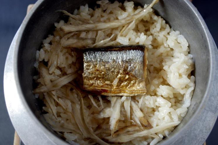 長月:秋刀魚御飯