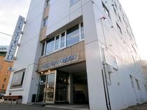 【エントランス】アクセス良好のホテルニューオビヒロを拠点に、帯広観光へお出掛けください。