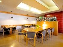【レストランつむぎ】夕食は要予約。時間/18:00~21:00(L.O 20:30)