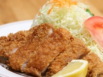 【夕食一例】スタミナ満点『ロースカツ定食』